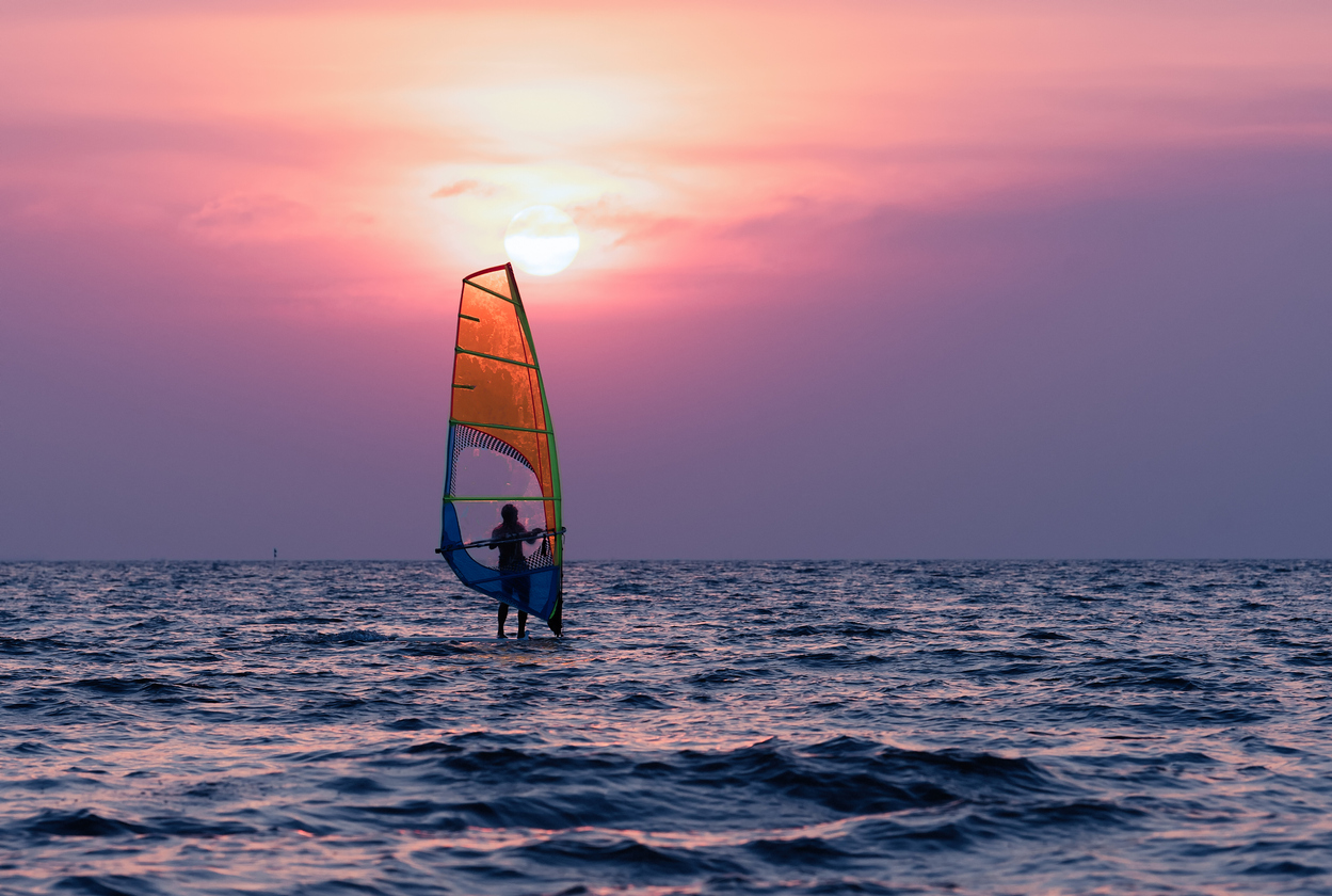 when is the best time for windsurfing
