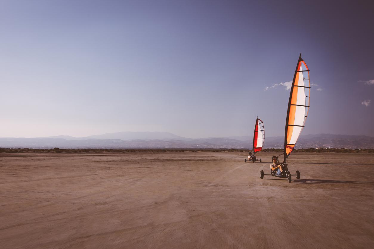 land sailing equipment