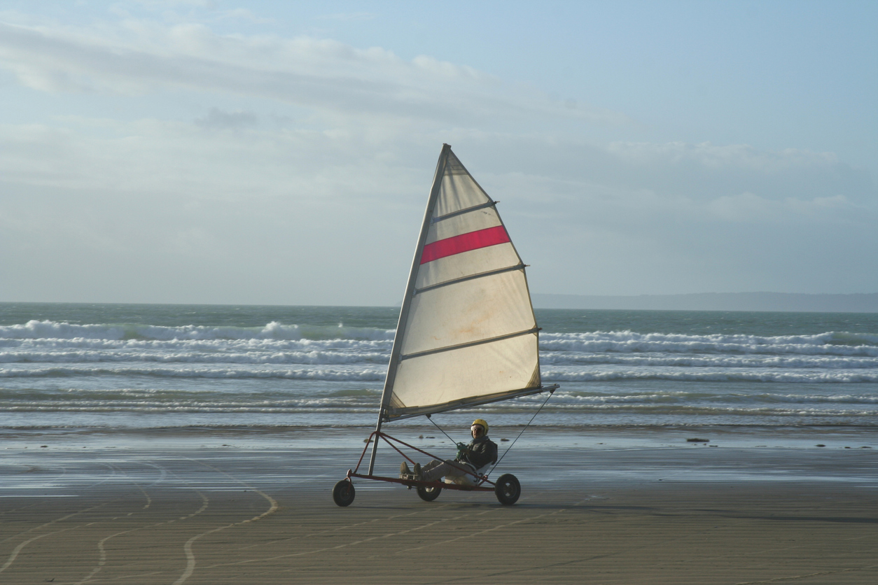 when is the best time for land sailing