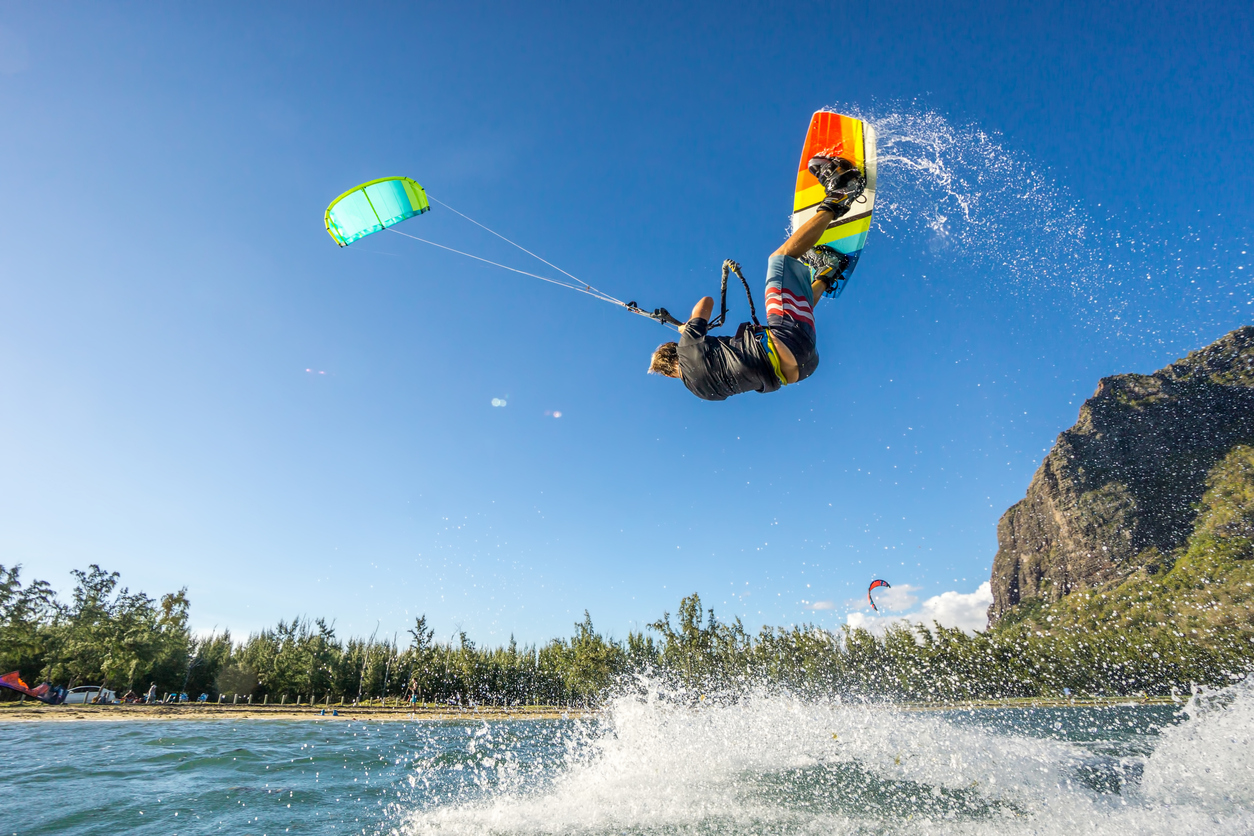 how to do kitesurfing