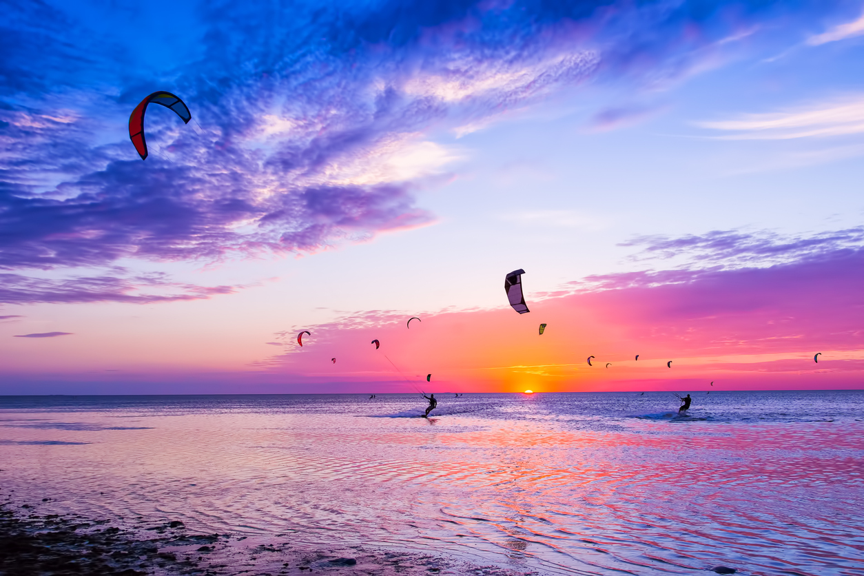 when is the best time for kitesurfing